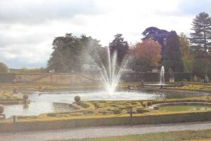 The water fountain and topiary distinguishing the water garden at Bleinheim