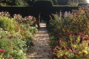 A pathway for the foot and the eye at Hidecote House